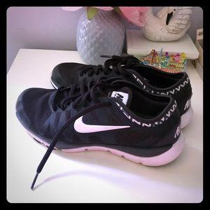 Nike black running tennis shoes sneakers